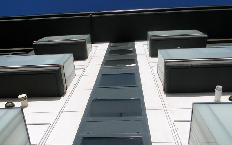 Limpieza de cristales de dif cil acceso limpiezas aqua for Empresas de limpieza en valencia que necesiten personal